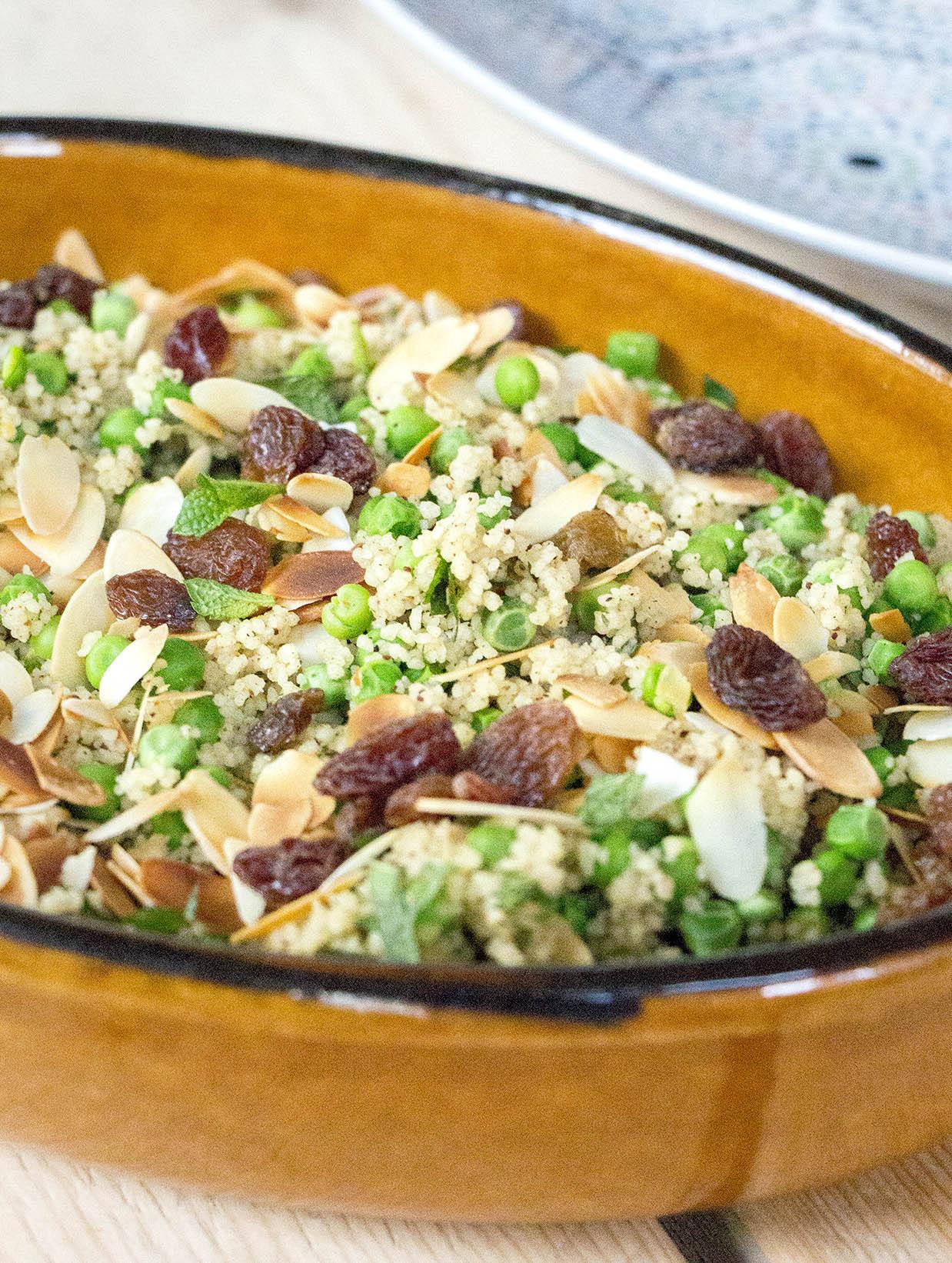 Couscous met doperwten en amandelschaafsel